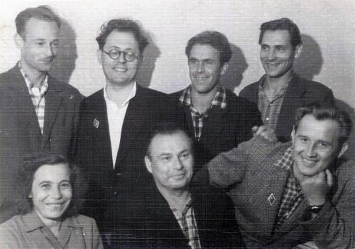 В редакции газеты «Миасский рабочий». Во втором ряду справа-Н.Година, сидит в центре -Б. Ручьев. 1963 г.