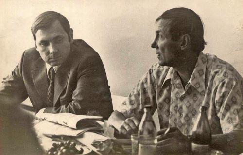 Н. Година (слева) и поэт Е. Евтушенко на занятии в литературном объединении «Ильменит». Миасс, 1976 г.