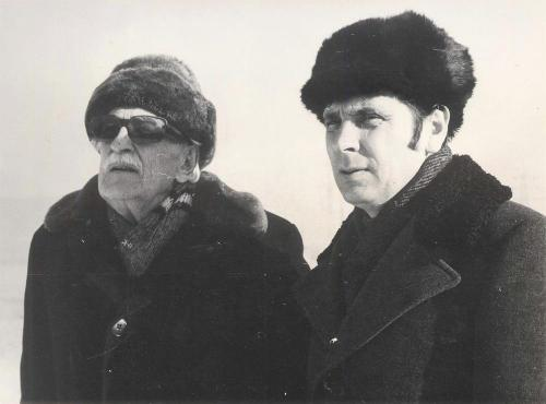 С актером и кинорежиссером Л. Л. Оболенским (слева) в Миассе. 1981 г.