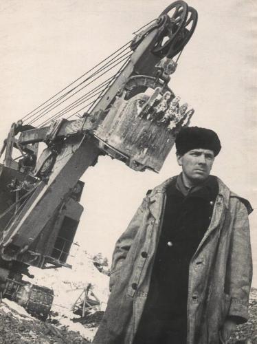 Тургоякское рудоуправление. Машинист экскаватора Н. Година. 1970 г.
