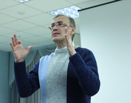 Виталий Кальпиди в библиотеке им. В.Г. Белинского (Екатеринбург, Россия