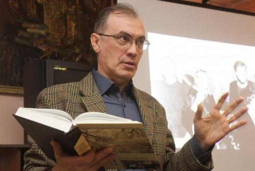 Виталий Кальпиди на встрече, посвященной поэтическому сборнику IZBRANNOE.